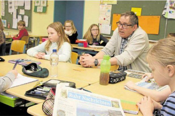 Zeitungsredakteur zu Besuch im 4. Schuljahr