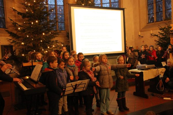 Besinnliche Stimmung beim Weihnachtssingen in der Friedenskirche